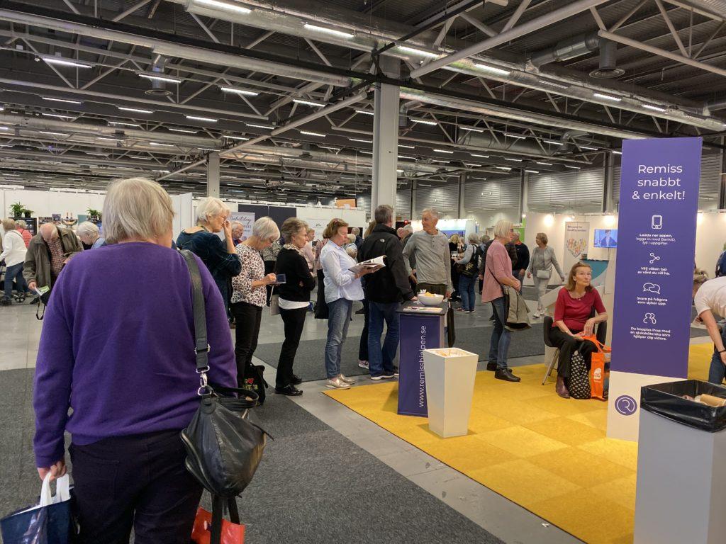 Seniormässan Stockholmsmässan 2019 - Kön till Remisshjälpens blodtrycksmätning ringlar lång.